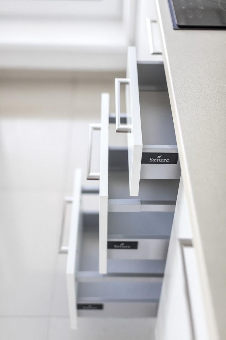 Polyfunkční dům - vybavení bytů kuchyněmi